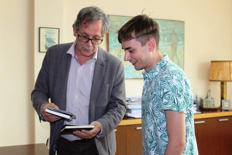 Carlos Lixó gaña o Premio a Artigos Xornalísticos Normalizadores do Concello de Carballo