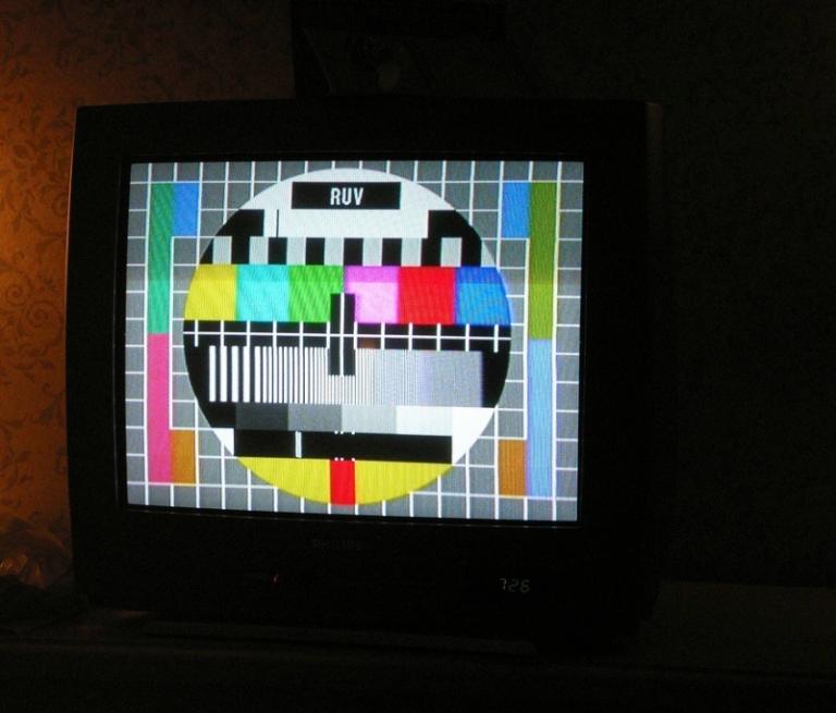 As televisións autonómicas na corda frouxa