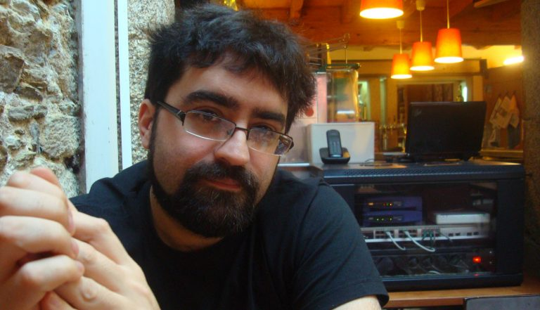 """Mario Regueira: """"Gustaríame que os meus lectores escoitasen as cancións que saen na novela"""""""